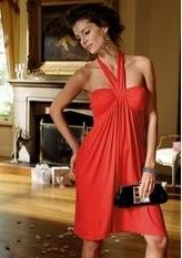 Замечательное трикотажное платье с бретелью-петлей.