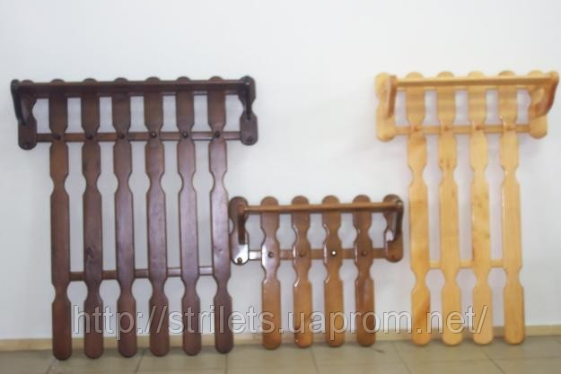 Вешалки-плечики напольные из дерева.